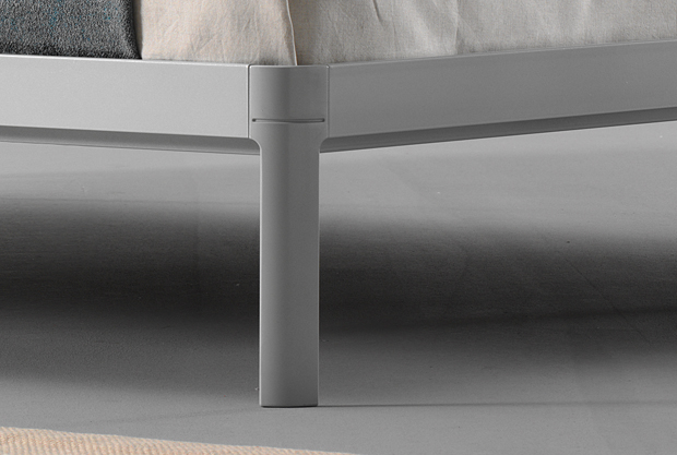 The Planes bed frame designed by Luciano Bertoncini – Details