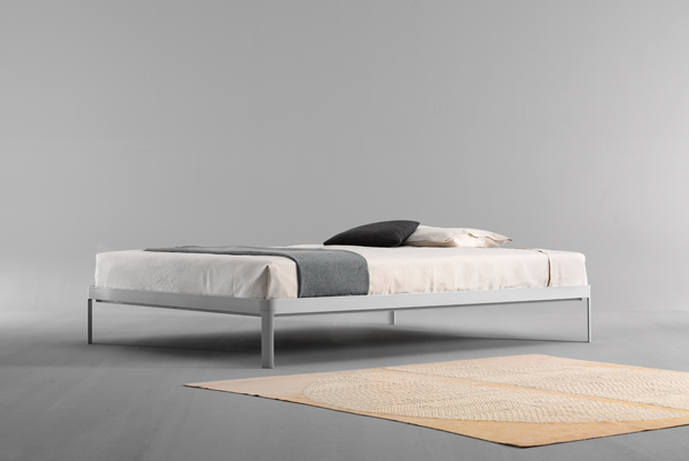 The Planes bed designed by Luciano Bertoncini
