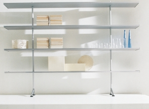 California shelving system designed by Luciano Bertoncini