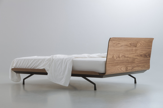 TELEMARK BED_iC_BLACK_WALNUT_MATTRESS_2013 PITARI