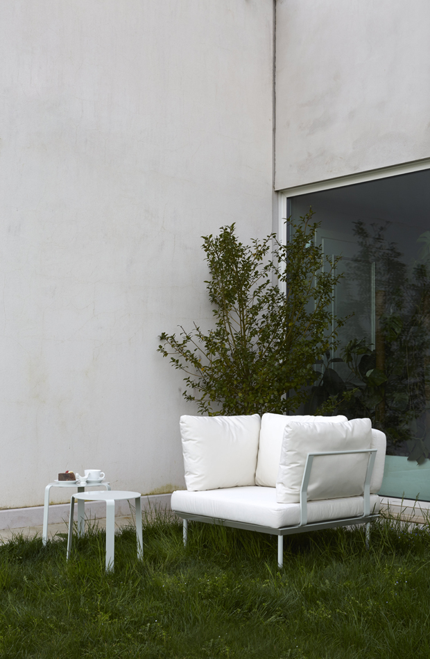 POISSY_iC_PAPYR ARMCHAIR_AMB_OUTDOOR_2015FM